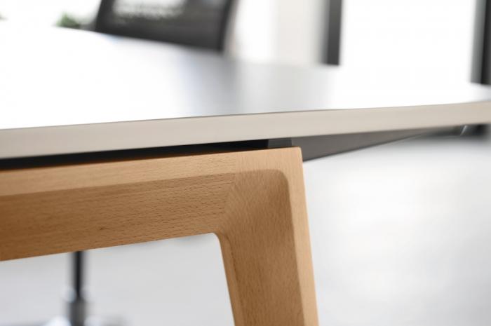 b free desk linstram. Black Bedroom Furniture Sets. Home Design Ideas